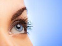 Pacjentka po laserowej korekcji wzroku.